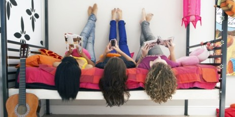 girls-hanging-out-590x295